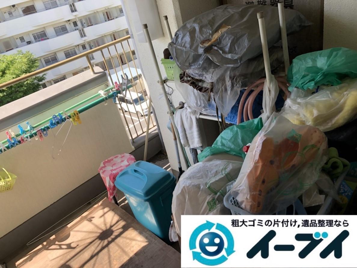 2019年3月21日大阪府大阪市東淀川区でベランダの片付け作業。写真1