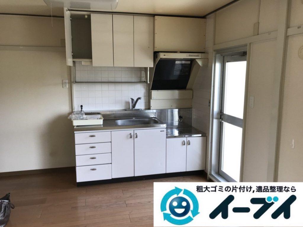 2019年4月7日大阪府大阪市淀川区で台所や収納棚の不用品回収作業。写真2