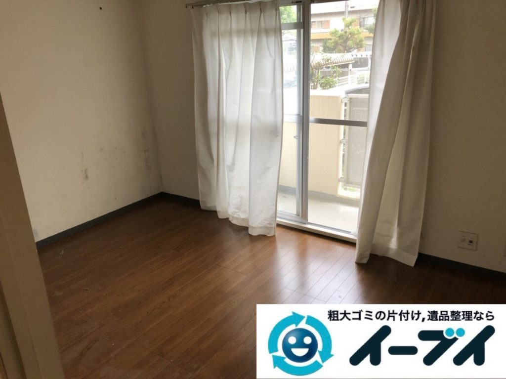 2019年3月23日大阪府大阪市鶴見区で家財道具が散乱したお部屋の片付け作業。写真4