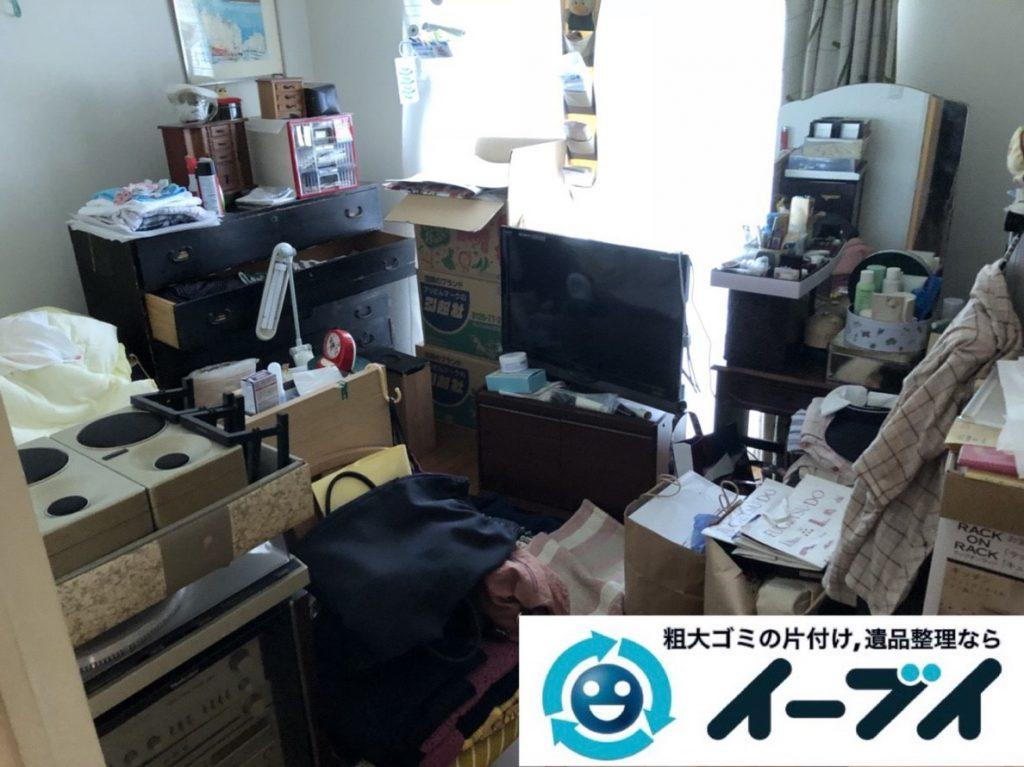 2019年3月23日大阪府大阪市鶴見区で家財道具が散乱したお部屋の片付け作業。写真3