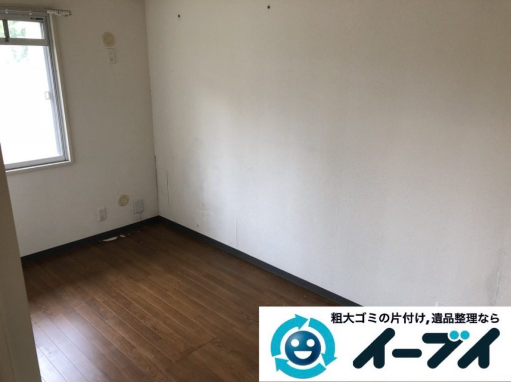 2019年3月23日大阪府大阪市鶴見区で家財道具が散乱したお部屋の片付け作業。写真2
