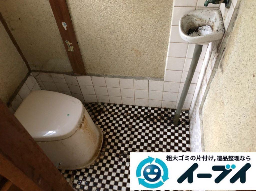 2019年3月16日大阪府堺市美原区で押しの踏み場がない物が散乱したゴミ屋敷の片付け。写真4