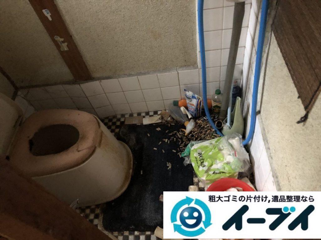 2019年3月16日大阪府堺市美原区で押しの踏み場がない物が散乱したゴミ屋敷の片付け。写真3