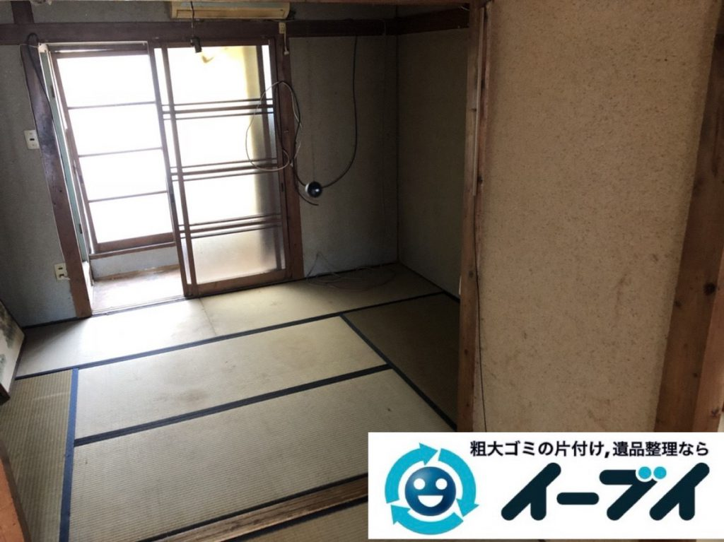2019年3月16日大阪府堺市美原区で押しの踏み場がない物が散乱したゴミ屋敷の片付け。写真2