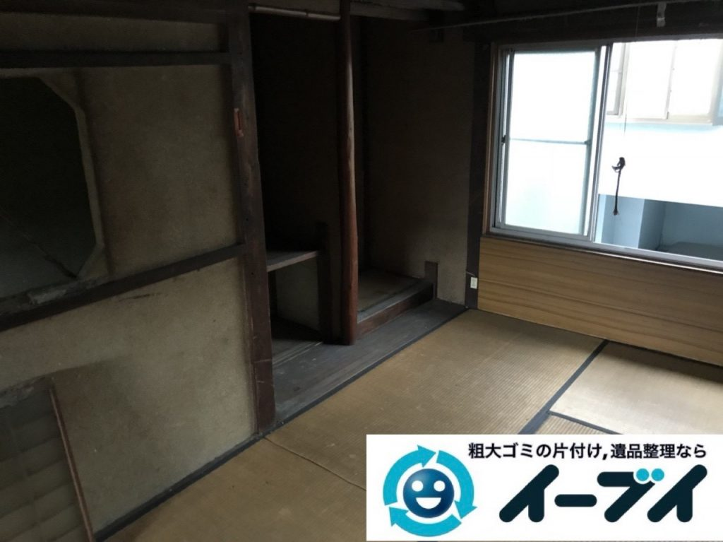 2019年5月3日大阪府堺市西区で箪笥や生活用品が散乱したゴミ屋敷の片付け作業。写真4