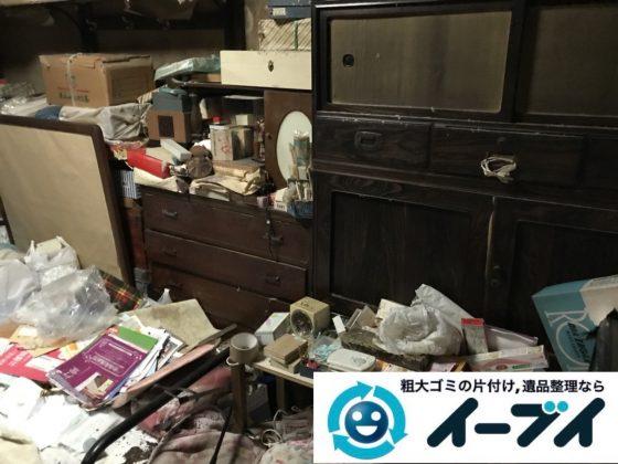 2019年5月25日大阪府豊中市でタンスの粗大ゴミ処分をはじめ、生活用品や生活ゴミが散乱したゴミ屋敷の片付け作業。写真1