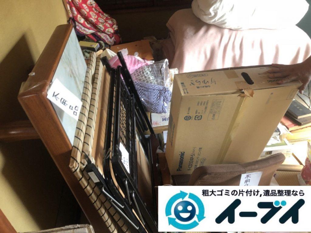 2019年4月27日大阪府寝屋川市でいる物と処分する物を仕分けしながら不用品回収作業をさせていただきました。写真1