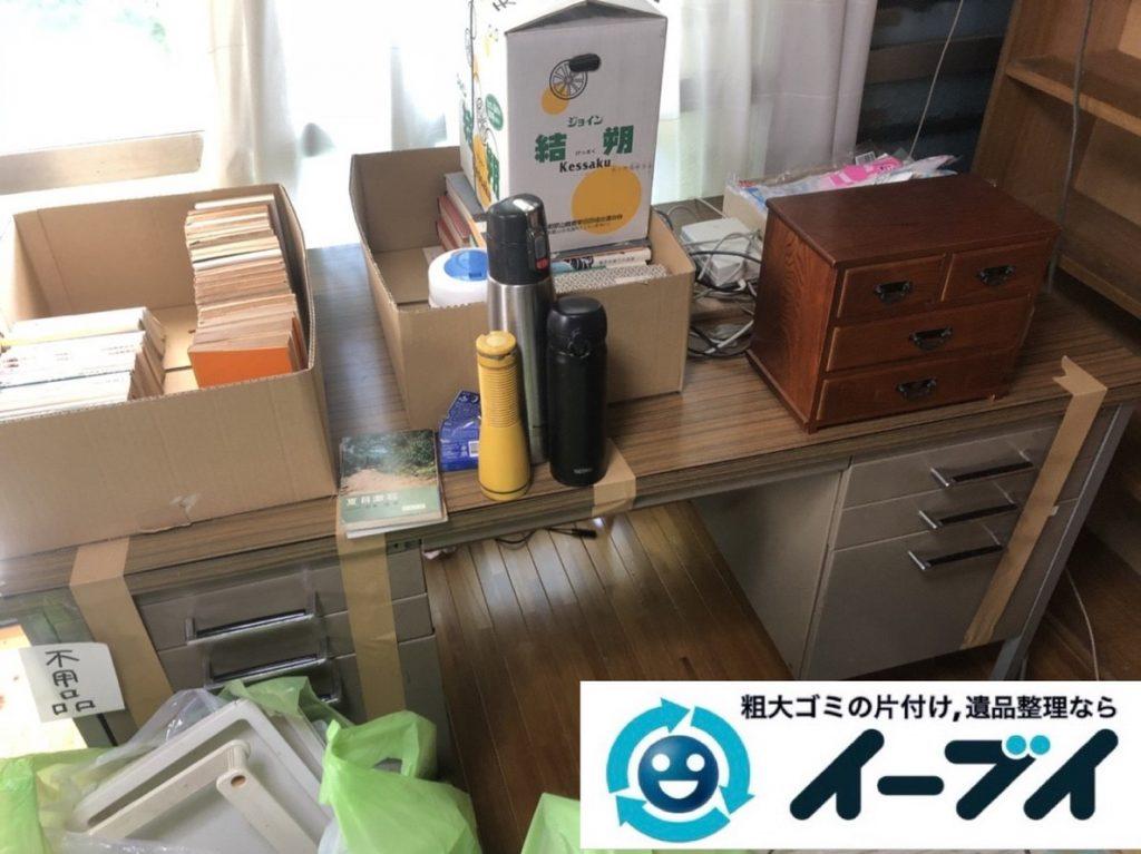 2019年5月6日大阪府大阪市淀川区で椅子や収納棚の家具の粗大ゴミ処分。写真1