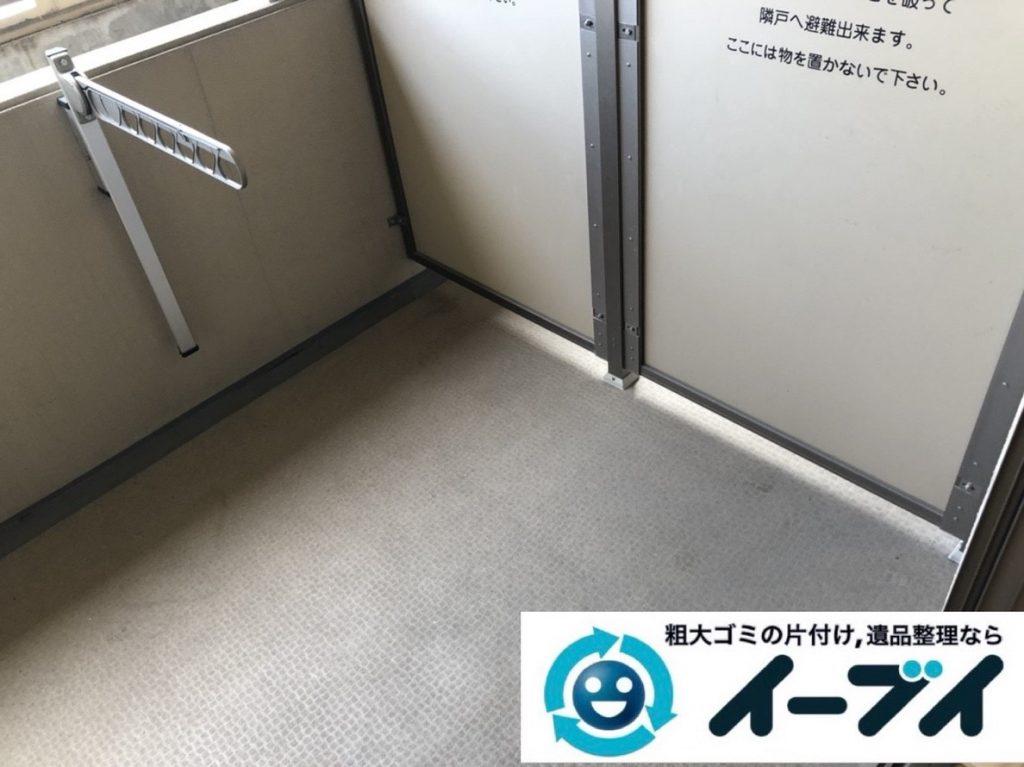 2019年5月29日大阪府大阪市北区でマンションのベランダの不用品回収作業。写真4