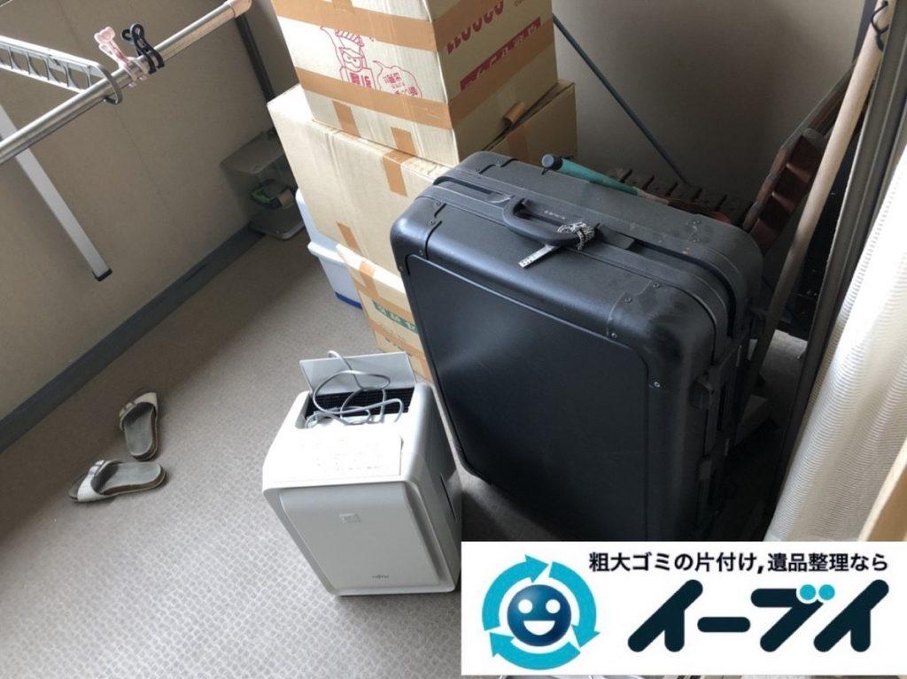2019年5月29日大阪府大阪市北区でマンションのベランダの不用品回収作業。写真3