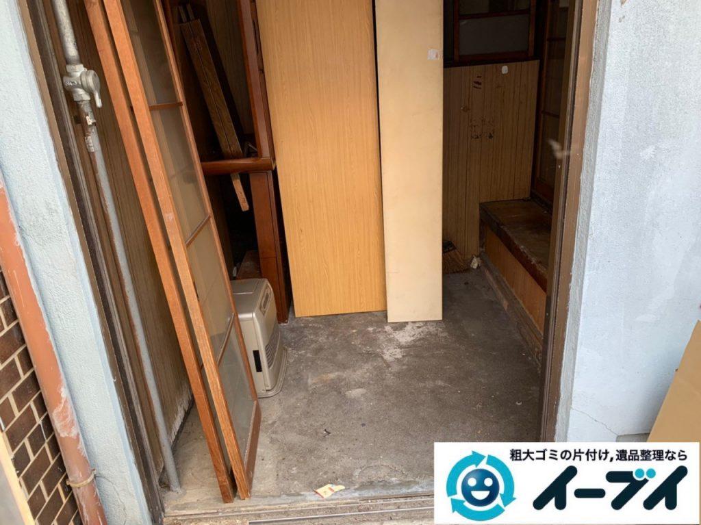 2019年5月12日大阪府能勢町で不用品が溜まった玄関の片付け作業。 写真2