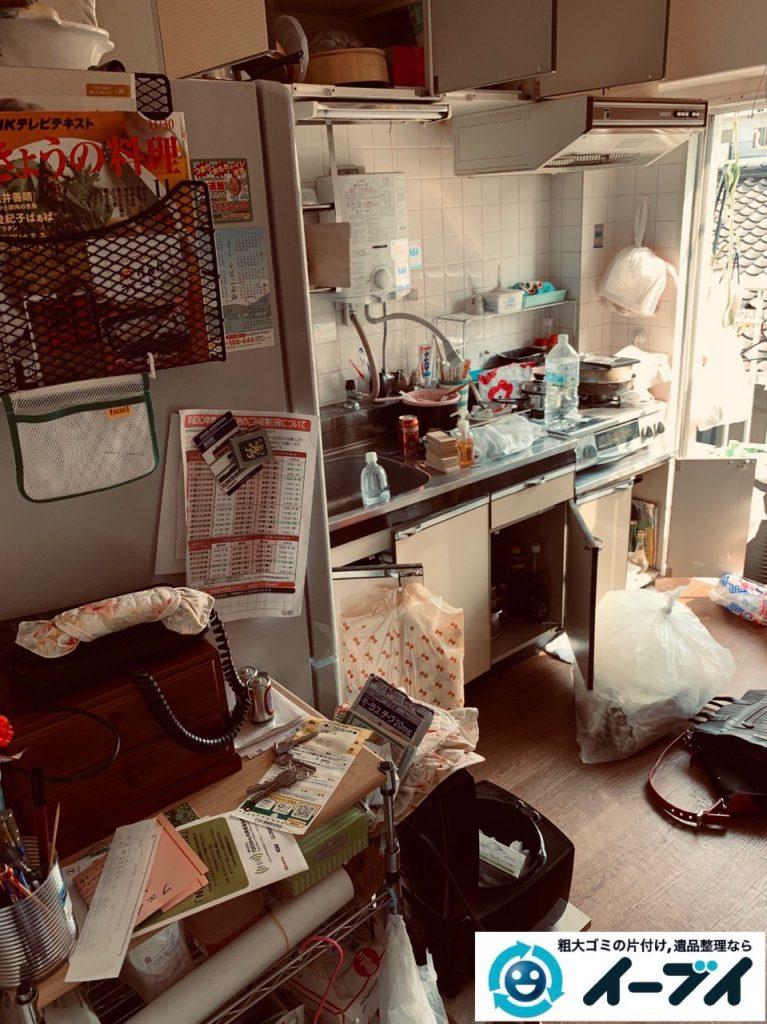 2019年5月10日大阪府高槻市で物や生活用品が散乱しゴミ屋敷化した汚部屋の片付け作業。写真3