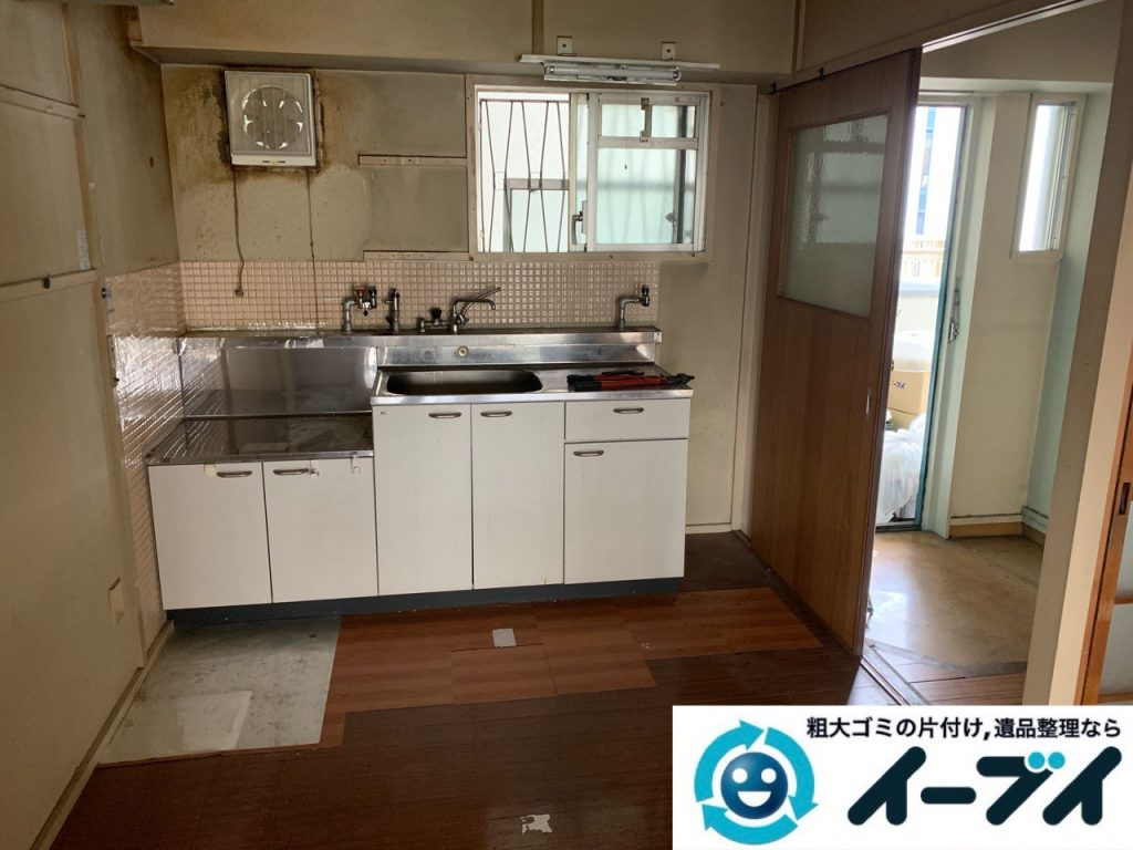 2019年5月18日大阪府大阪市住吉区で食器棚の大型家具、お部屋に散乱した生活用品などの不用品回収。写真2