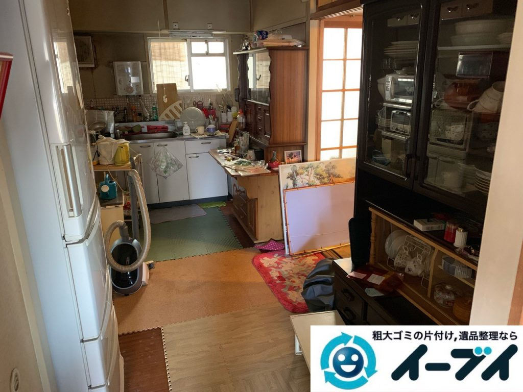2019年5月18日大阪府大阪市住吉区で食器棚の大型家具、お部屋に散乱した生活用品などの不用品回収。写真1