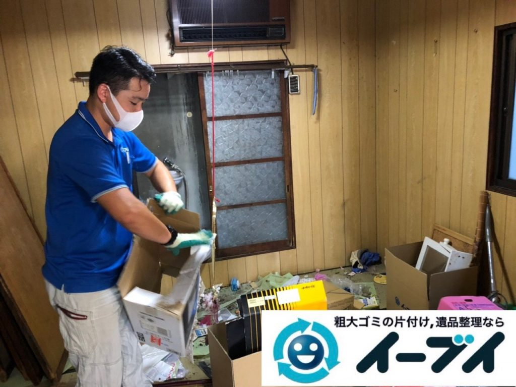 2019年6月4日大阪府岸和田市でベッドの大型家具、衣類やバッグの生活用品などの不用品回収。写真3