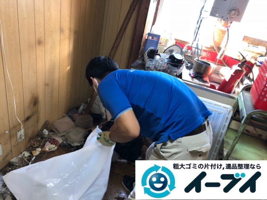 2019年6月21日大阪府大阪市西淀川区で整理箪笥や台所の不用品回収作業。写真3