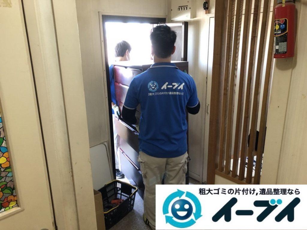 2019年6月18日大阪府茨木市で本棚や整理箪笥の大型家具処分。写真1