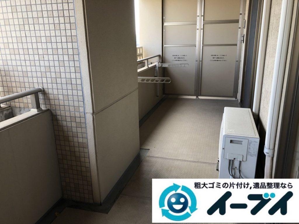 2019年6月5日写真大阪府大阪市北区でマンションのベランダの不用品回収作業。写真2