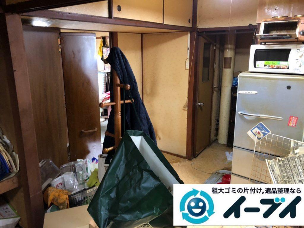 2019年7月1日大阪府大阪市西淀川区で物やゴミが散乱しゴミ屋敷一歩手前の汚部屋の片付け作業。写真2