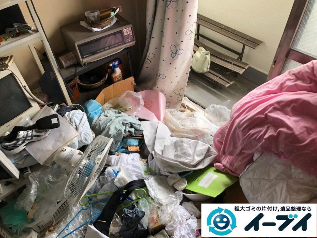 2019年7月10日大阪府堺市中区で食品ゴミや生活ゴミが散乱したゴミ屋敷の片付け作業。写真5