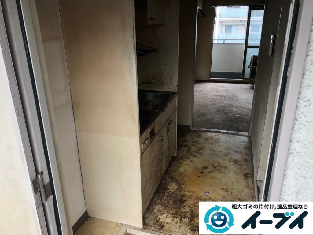 2019年8月7日大阪府大阪市東成区で生活用品や生活ゴミが散乱したゴミ屋敷の片付け作業。写真2
