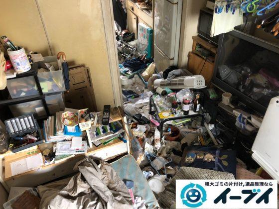 2019年7月10日大阪府堺市中区で食品ゴミや生活ゴミが散乱したゴミ屋敷の片付け作業。写真3