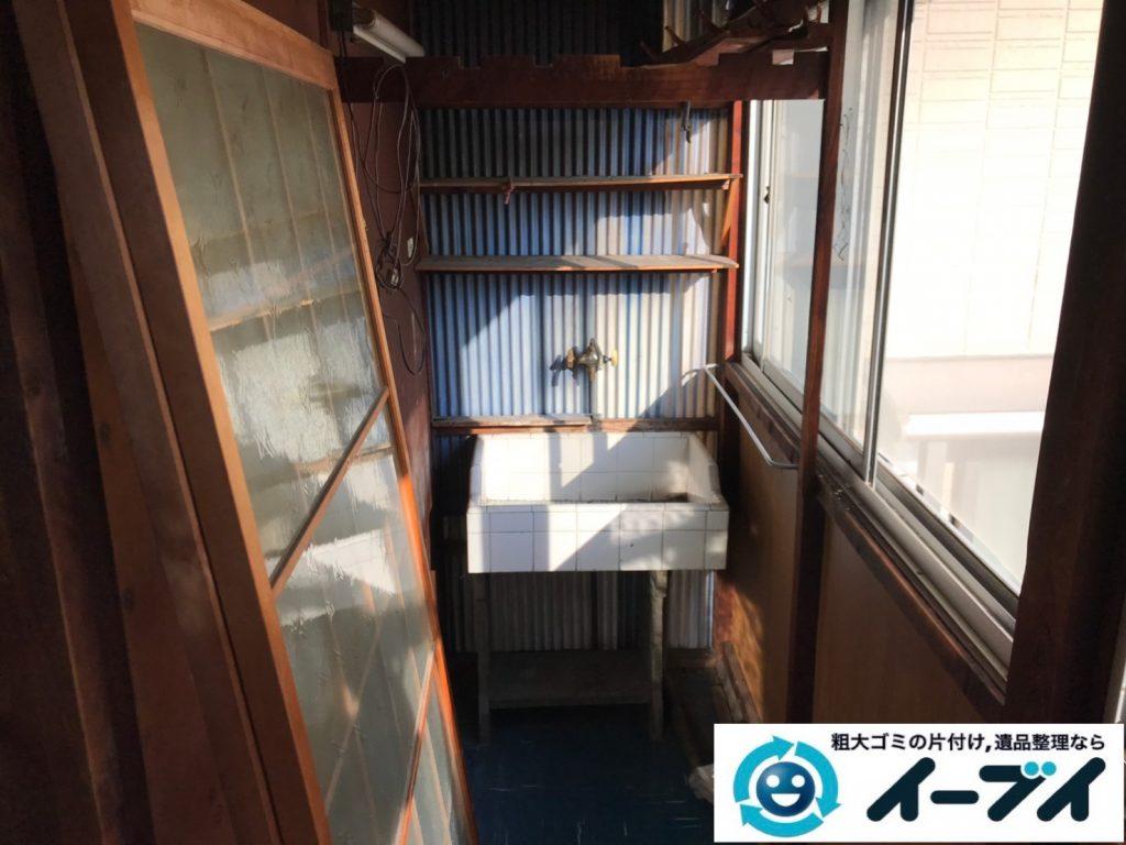2019年7月23日大阪府堺市美原区で廊下に溜まった不用品回収作業。写真2
