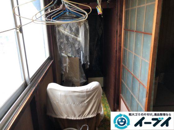 2019年7月23日大阪府堺市美原区で廊下に溜まった不用品回収作業。写真3