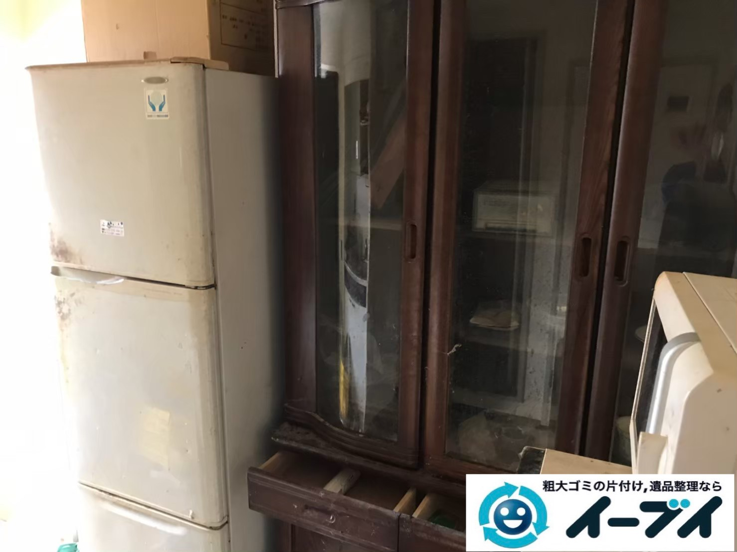 7月30日大阪府大阪市住之江区で食器棚の大型家具、冷蔵庫の家電処分の不用品回収。写真3