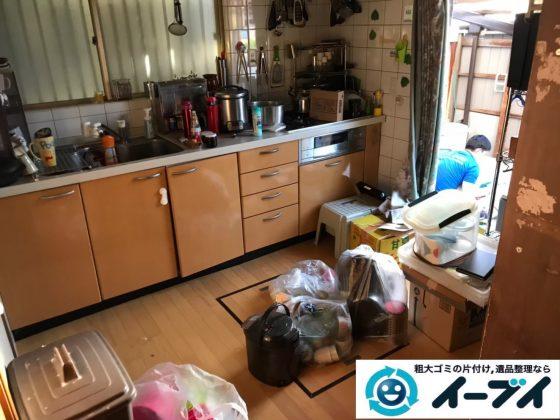 2019年9月2日大阪府大阪市浪速区で食器棚やスチールラックや台所の片付け作業。写真1