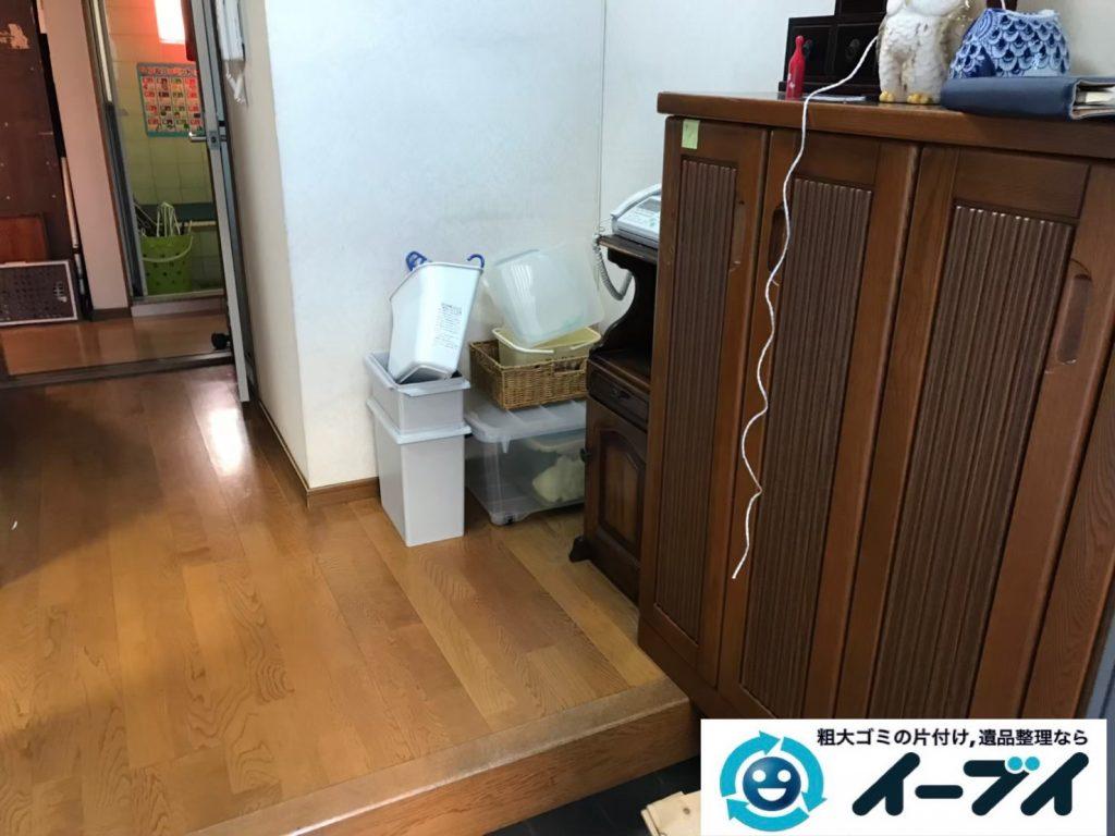 2019年9月9日大阪府大阪市東住吉区でテーブルや収納棚の大型家具処分。写真1