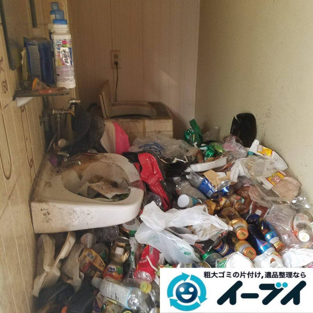 2019年9月11日大阪府大阪市福島区で食品ゴミや生活ゴミが散乱したゴミ屋敷の片付け作業。写真6丁目