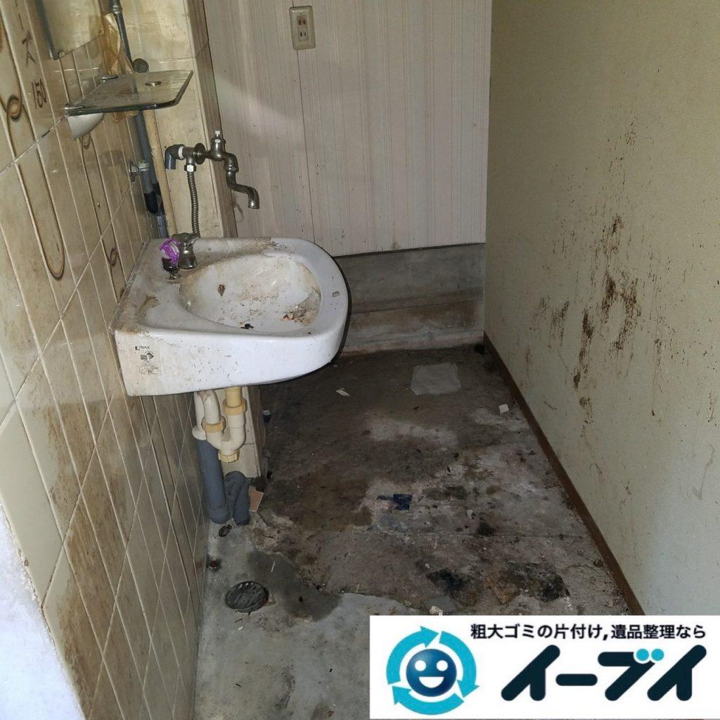 2019年9月11日大阪府大阪市福島区で食品ゴミや生活ゴミが散乱したゴミ屋敷の片付け作業。写真7