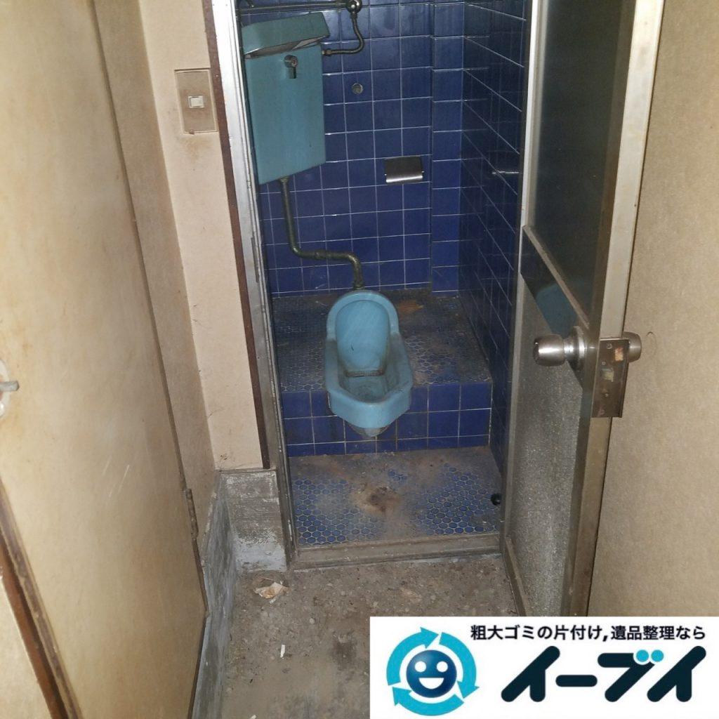 2019年9月11日大阪府大阪市福島区で食品ゴミや生活ゴミが散乱したゴミ屋敷の片付け作業。写真1