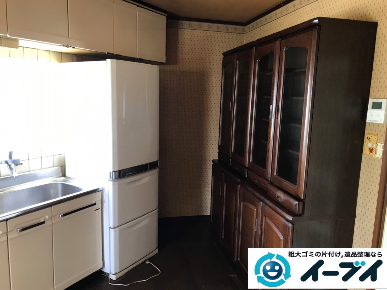 2019年10月30日大阪府摂津市で食器棚の大型家具、冷蔵庫の大型家電処分。写真1
