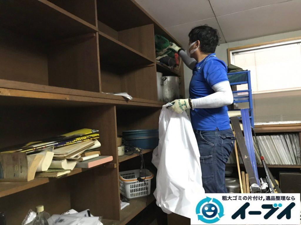 2019年11月13日大阪府茨木市で物置部屋の不用品回収作業。写真5