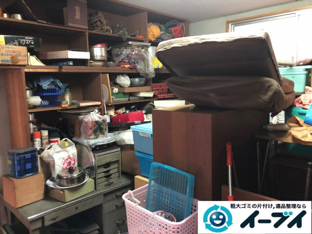 2019年11月13日大阪府茨木市で物置部屋の不用品回収作業。写真3