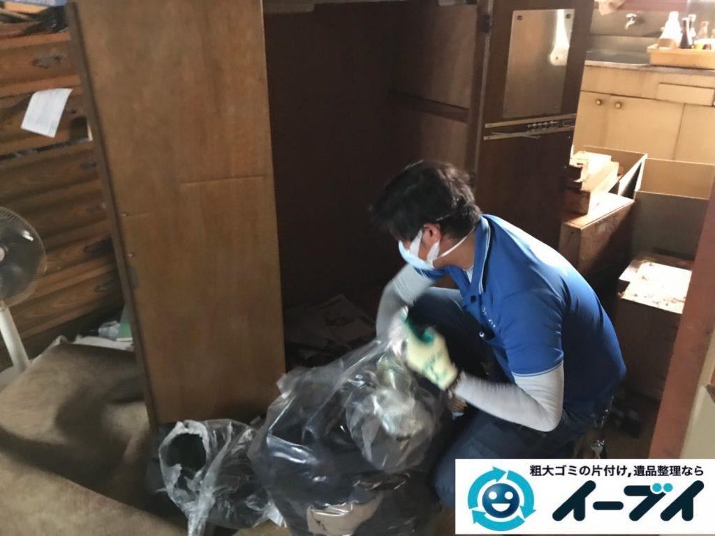 2019年11月20日大阪府大阪市西区で洋服ダンスの大型家具の不用品回収。写真4