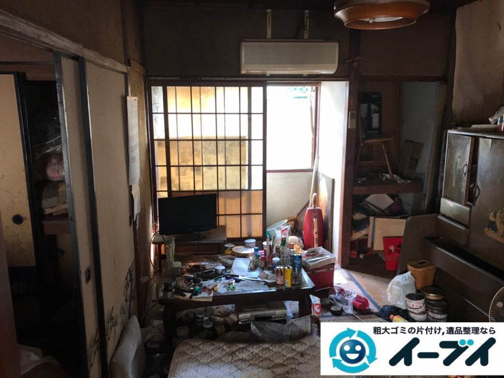 2019年11月25日大阪府八尾市で食品ゴミや生活ゴミが散乱したゴミ屋敷の片付け作業です。写真3