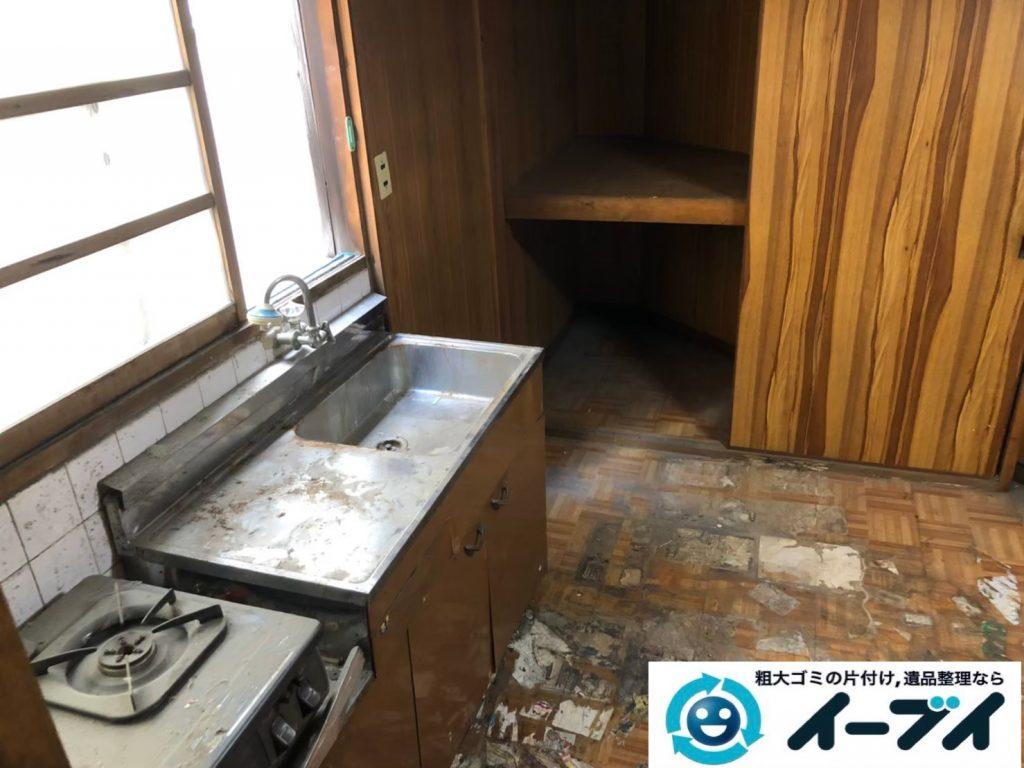 2020年1月3日大阪府堺市北区で物やゴミが散乱したゴミ屋敷の片付け作業。写真3