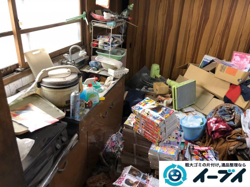 2020年1月3日大阪府堺市北区で物やゴミが散乱したゴミ屋敷の片付け作業。写真2