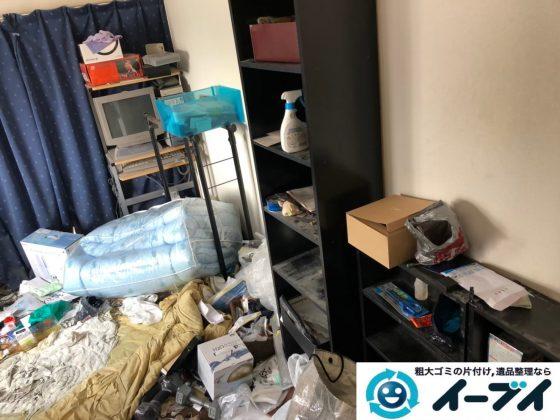 2020年1月2日大阪府大阪市港区で生活用品や生活ゴミが散乱したゴミ屋敷の片付け作業。写真3