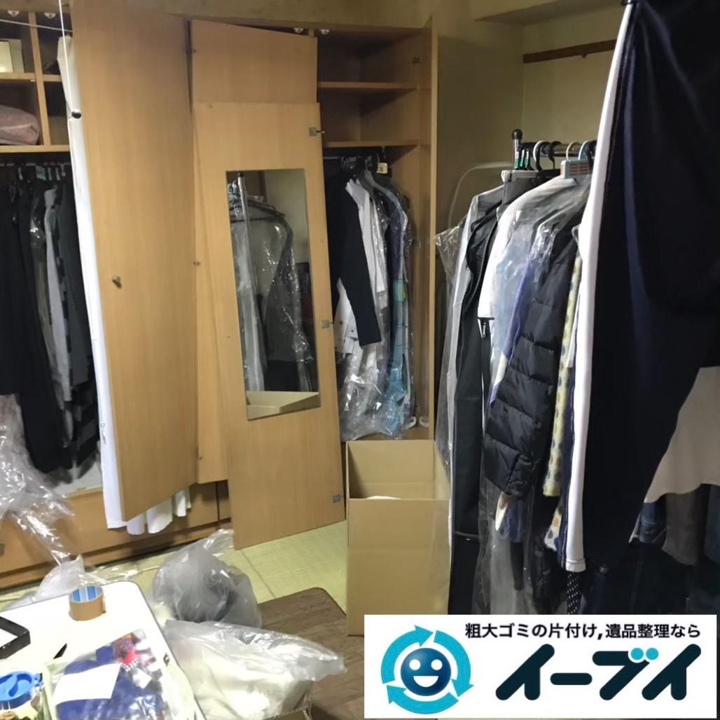 2020年1月14日大阪府門真市で粗大ゴミや衣類、生活用品が散乱したお部屋の不用品回収作業。写真1