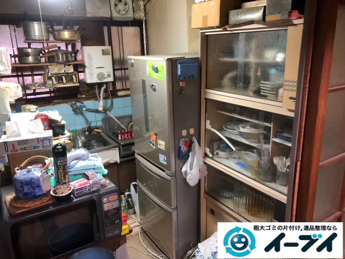2020年2月13日大阪府住吉区で物が溢れた台所の不用品回収。写真1