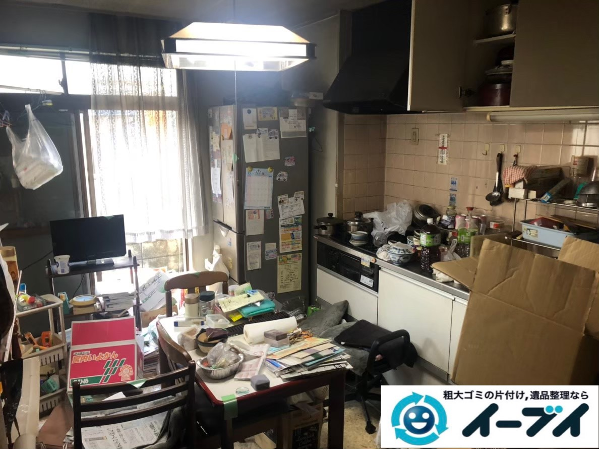 2020年3月13日大阪府大阪市城東区でゴミ屋敷化した汚部屋の片付け作業。写真1