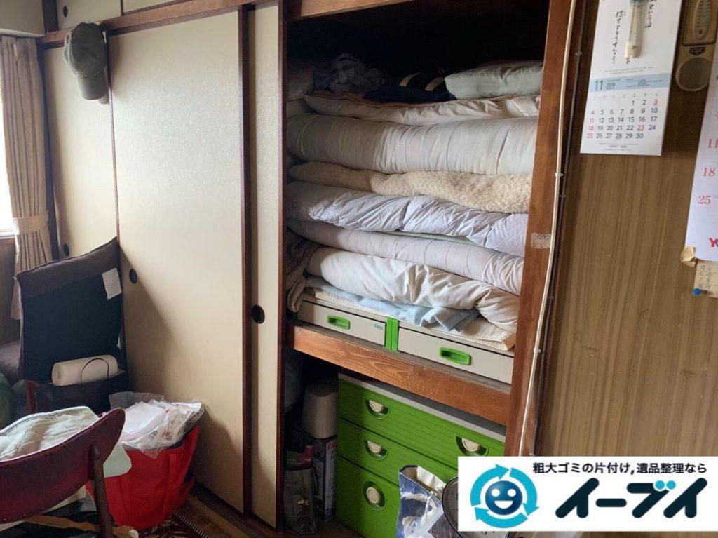 2020年3月24日大阪府大阪市東成区でベランダの洗濯機、押し入れの布団などの片付け作業。写真1