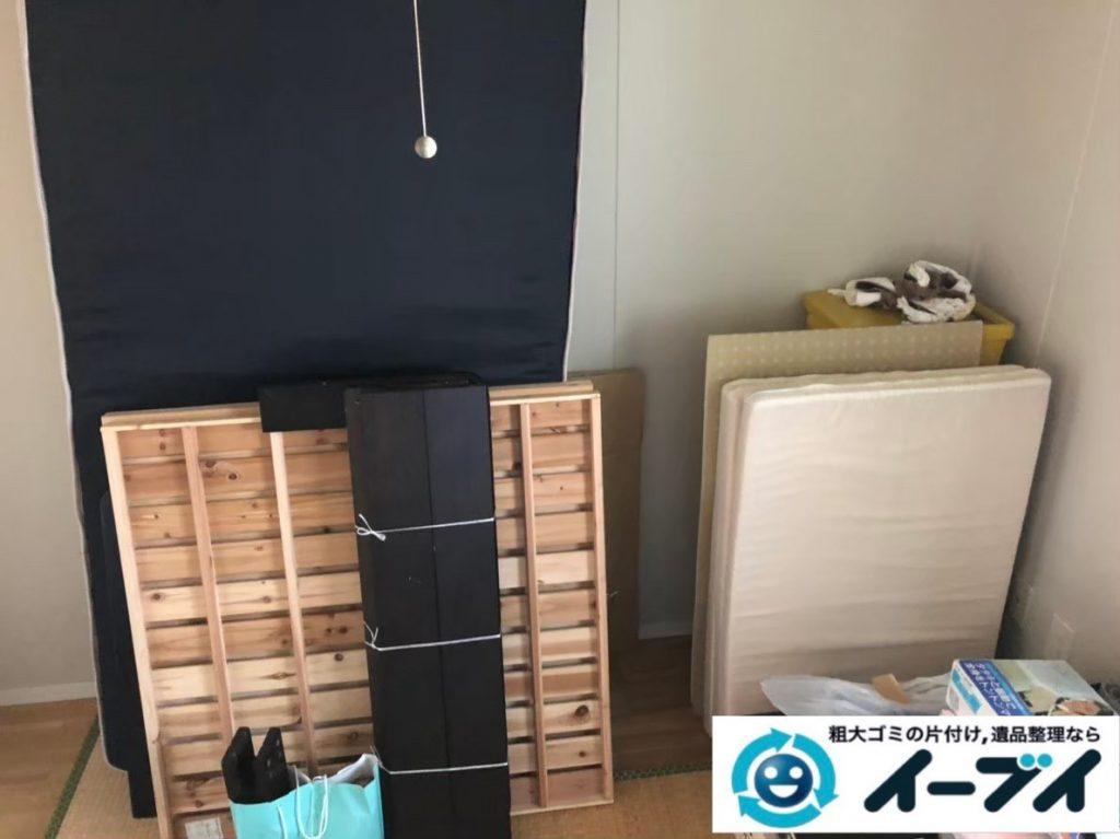 2020年3月23日大阪府大阪市東住吉区でベッドやテーブルの家具処分、テレビの家電処分の不用品回収作業。写真1
