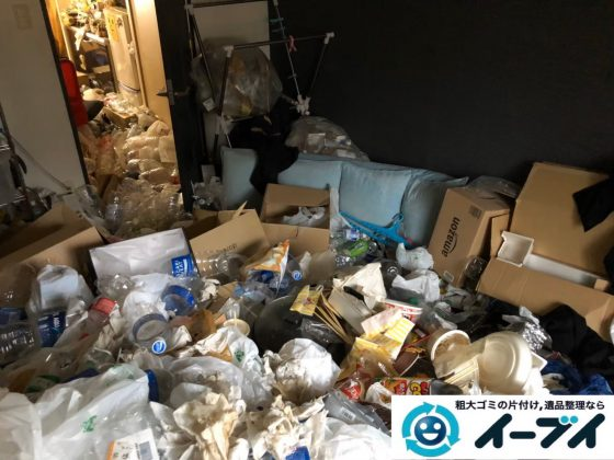 2020年4月15日大阪府大阪市旭区で生活ゴミや食品ゴミが散乱したゴミ屋敷の片付け作業。写真3