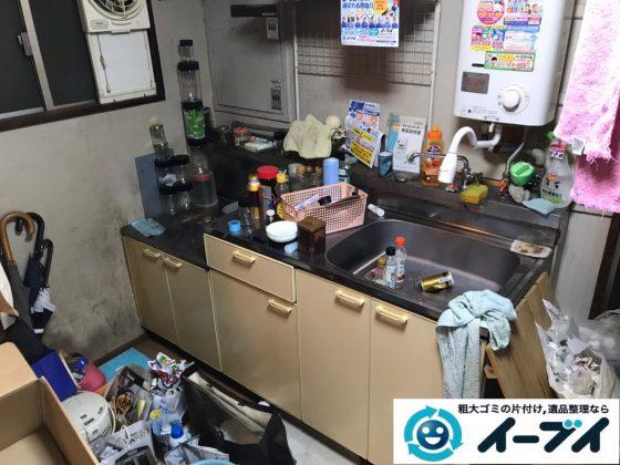 2020年5月20日大阪府堺市中区でゴミ屋敷化した台所の片付け作業。写真1