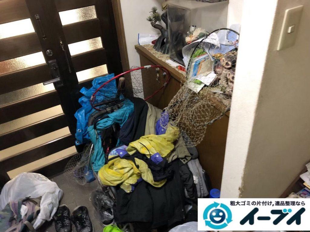 2020年6月24日大阪府阪南市で粗大ゴミや細かな物、ゴミが散乱したゴミ屋敷の片付け作業です。写真3
